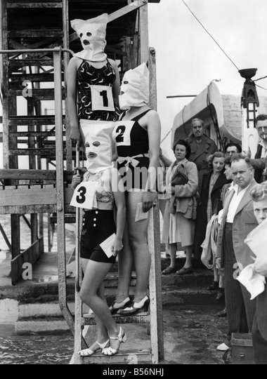 Swimming contest black and white stock photos images alamy for Pool show 5168