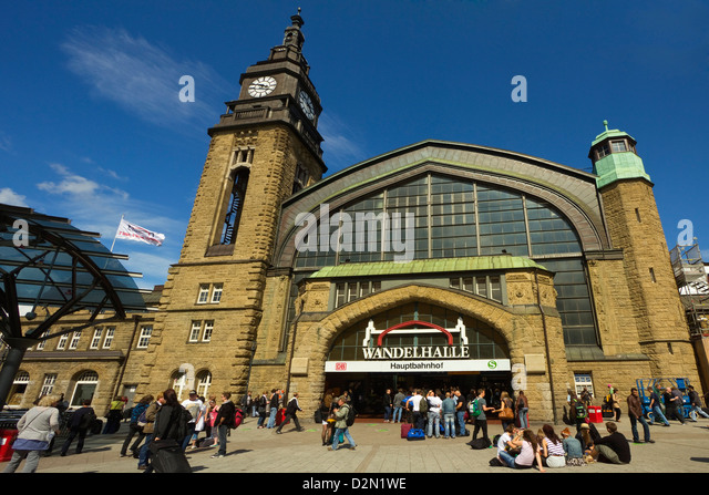The Wandelhalle (Promenade Hall) entrance to a shopping centre in the railway Central Station on Steintorwall, Hamburg, - Stock Image