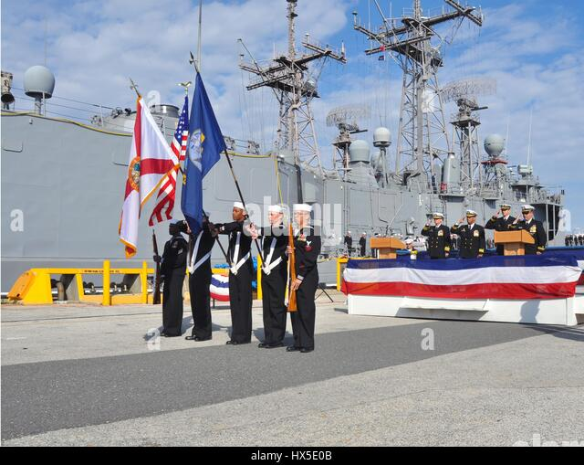 Sailors present colors at the decommissioning of USS Klakring, 2013. Image Adam Henderson/US Navy. - Stock Image