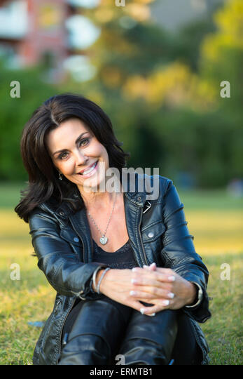edmonton mature women personals Mature singles trust wwwourtimecom for the best in 50 plus dating here, older singles connect for love and companionship.