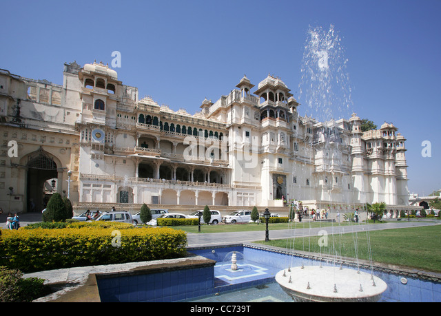 View of the City Palace of Udaipur, home of the Maharaja of Udaipur, a museum and a luxury hotel, Rajasthan, India - Stock-Bilder