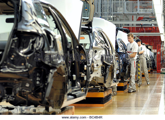 Automobile Manufacturing Employees Stock Photos Amp Automobile Manufacturing Employees Stock