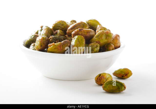 A bowl of pistachio with white background cutout - Stock Image