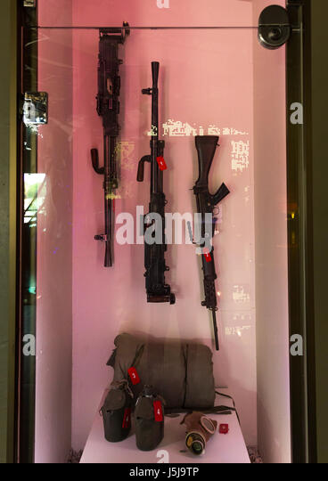 Israeli weapons in the war museum operated by Hezbollah called the tourist landmark of the resistance or museum - Stock-Bilder