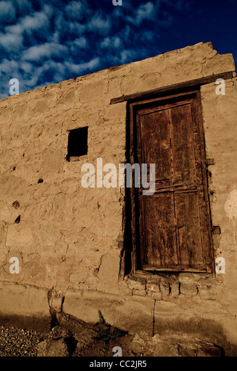 Brown wooden door with blue sky and clouds, Karnak, Egypt - Stock Image