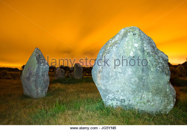 France, Brittany, Morbihan, Carnac. Neolithic standing stones at Alignements de Carnac (Carnac Stones), Alignements - Stock Image