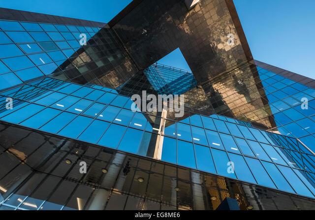 Vertical viewpoint of modern architecture, 1 London Bridge building, Southwark, London, SE1 9BG, UK - Stock Image
