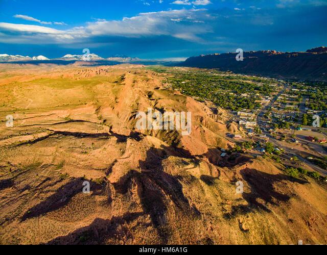 Moab, Utah in Moab Valley, La Sal Mountains beyond - Stock-Bilder