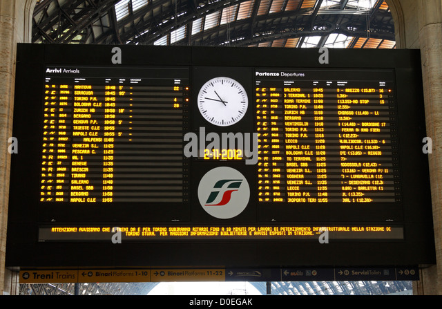 Milan Central Railway Station electronic departures and arrivals board, Italy, Europe, - Stock-Bilder