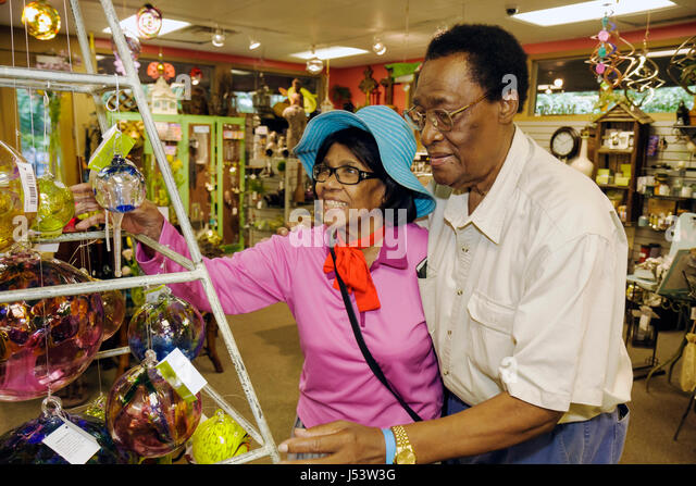 Arkansas Hot Springs Garvan Woodland Gardens gift store Black man woman couple senior blue hat shop souvenir glass - Stock Image