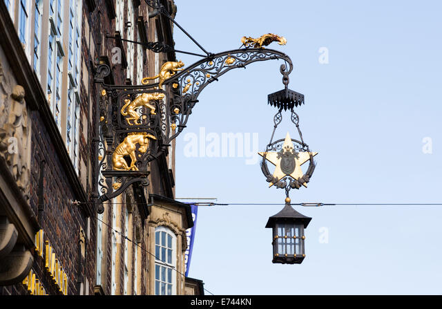 """Musicians of Bremen"" casting on street lamp. Bremen, Germany - Stock Image"