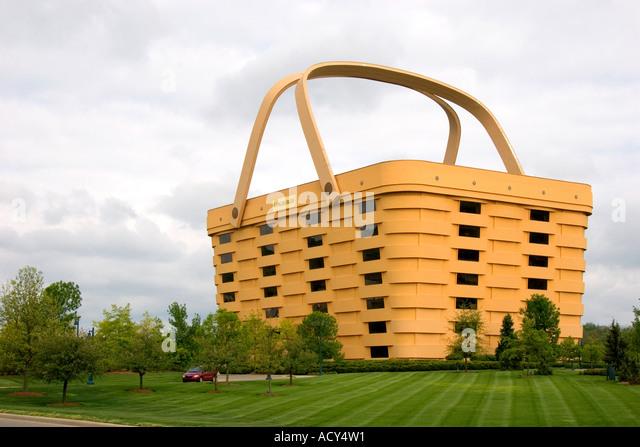 longaberger-basket-company-building-in-n