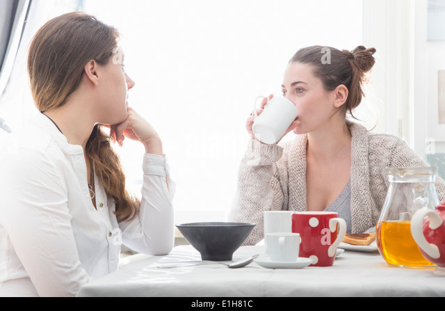 Young women having breakfast - Stock Image