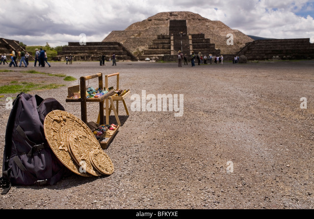 Traditional souvenirs stand at Teotihuacan archaeological site - Stock Image