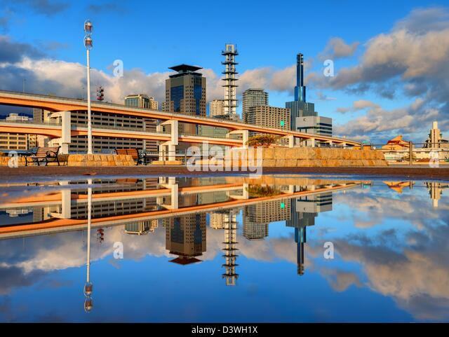 Modern cityscape with natural reflections in a puddle of Kobe, Japan. - Stock-Bilder