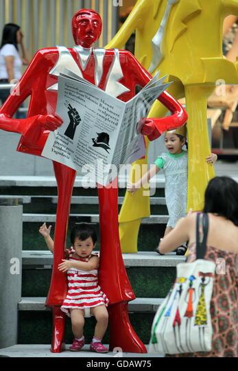 Asien, Suedostasien, Singapur, Orchard Road, ION, Einkaufszentrum, Shopping, Alltag  Die Architektur vor dem Einkaufszentrum - Stock-Bilder