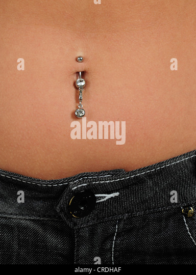 how to get belly button piercing close