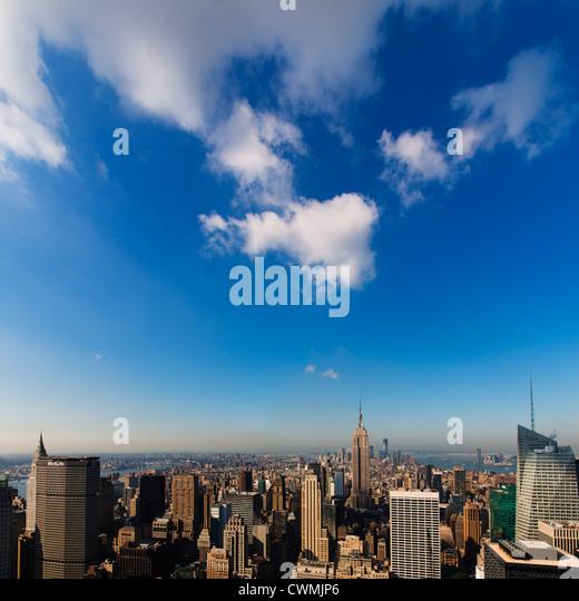USA, New York City, Manhattan skyline with Empire State Building in Centre - Stock-Bilder
