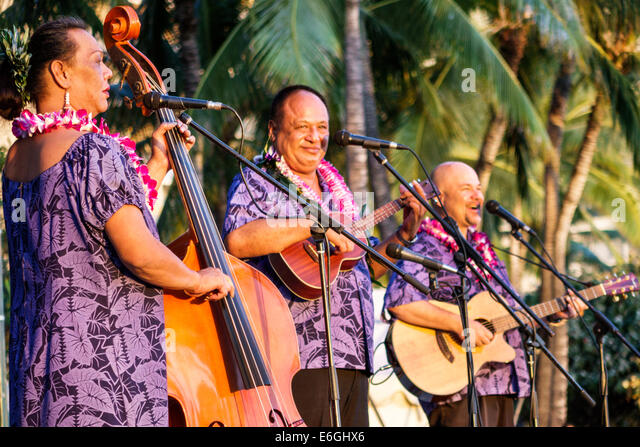 Hawaii Hawaiian Honolulu Waikiki Beach Kuhio Beach Park Hyatt Regency Hula Show performers free event singers musicians - Stock Image