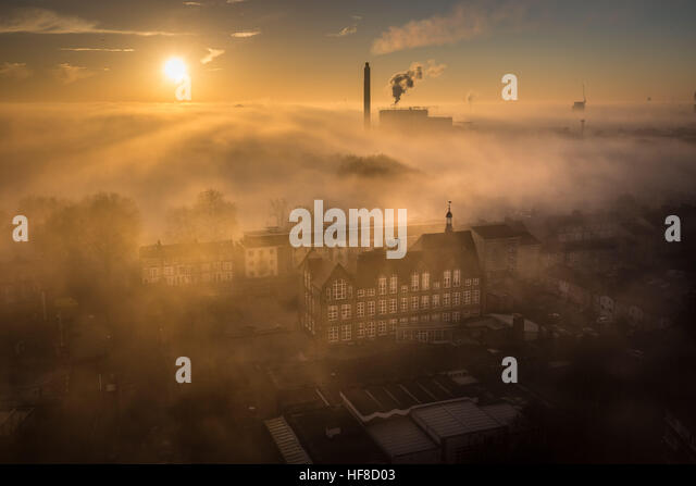 London, UK. 28th December, 2016. UK Weather: Deptford Park School seen through heavy fog at sunset in SE London - Stock Image