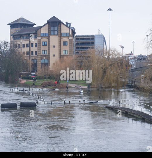 Submerged County Lock and Wier on the Kennet and Avon canal at Reading - Stock Image