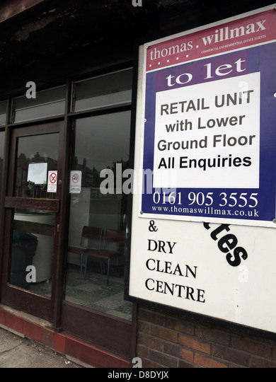 Traditional Launderette clothes wash shop in Grappenhall, Warrington closed to let - Stock Image