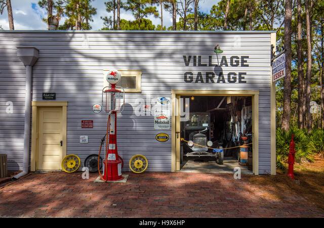 village garage stock photos village garage stock images alamy. Black Bedroom Furniture Sets. Home Design Ideas