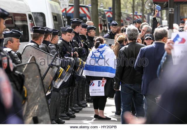 Paris, France. 1st Apr, 2017. A woman wears and Israeli flag as she is surrounded by police officers as both supporters - Stock Image