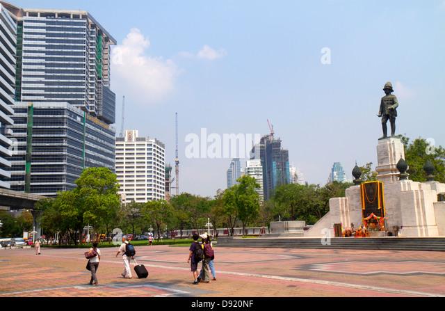 Thailand Bangkok Silom Lumphini Park Lumpini Lumpinee Royal monument King Rama VI Ratchadamri-Ratchaphrasong Commercial - Stock Image