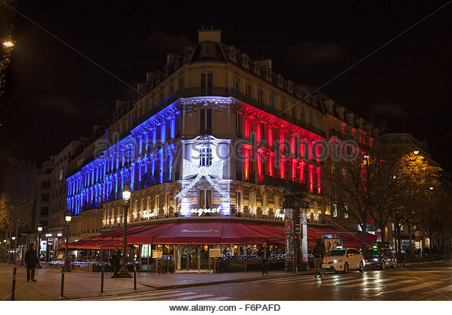 Paris, France. November 18th, 2015. FRANCE, Paris: Famous restaurant Le Fouquet's is seen illuminated with the - Stock Image