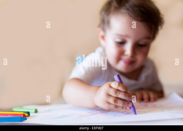 Boy (2-3) drawing with crayons - Stock-Bilder