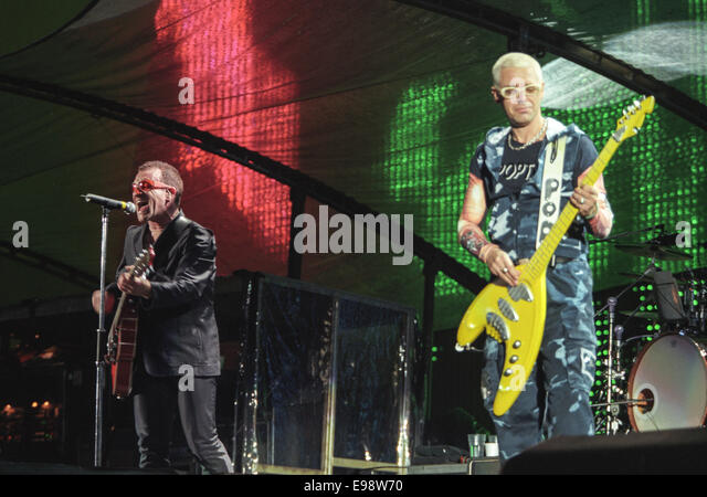 U2 in concert at Parkhead Stadium, in Glasgow, Scotland, in 1997. - Stock Image