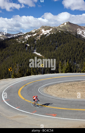 Cyclists riding up Independence Pass in Colorado during the annual Ride The Rockies bicycle tour - Stock Image