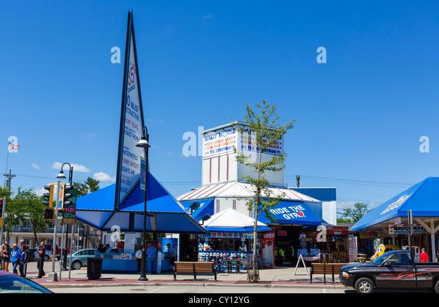 Attractions on Broadway (Main Street) in the popular resort of Wisconsin Dells, Wisconsin, USA - Stock-Bilder