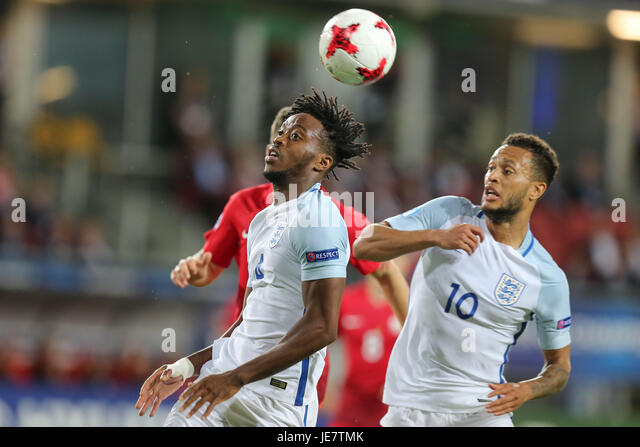 Kielce, Poland. 22nd June, 2017. Nathaniel Chalobah (ENG) and Lewis Baker (ENG) clear the defence; UEFA Under21 - Stock-Bilder
