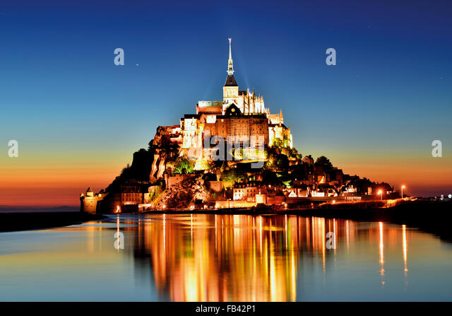 France, Normandy: Scenic nocturnal view of Le Mont Saint Michel - Stock Image