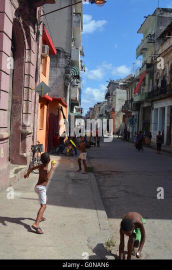 Children playing street baseball, Havana, Cuba 2016 - Stock Image