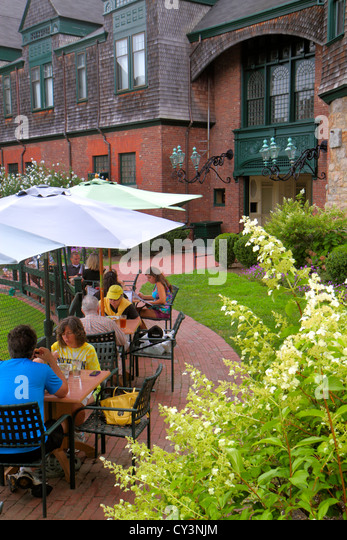 Rhode Island Newport Bellevue Avenue International Tennis Hall of Fame & and Museum Newport Casino alfresco - Stock Image