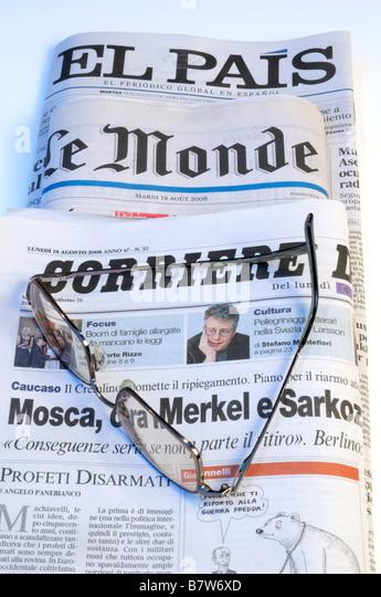 European Newspapers with Glasses - Stock-Bilder