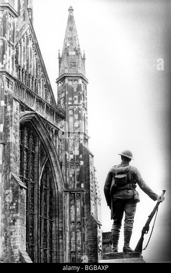 Photograph of solider statue proud pride bravery cathedral brave - Stock-Bilder