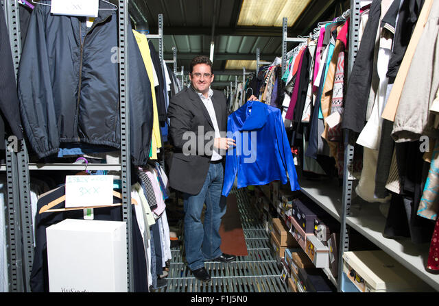 David Bracken entrepreneur who makes his living buying and selling on Ebay, in his warehouse, Acton, North West - Stock-Bilder