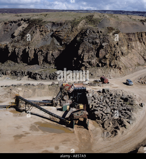 Primary crushing plant, Buckton Vale sandstone quarry, Stalybridge, Greater Manchester, England, UK. - Stock Image