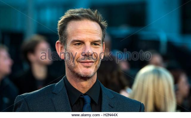 epa05557302 US director Peter Berg arrives at the European premiere of 'Deepwater Horizon' in Leicester - Stock Image