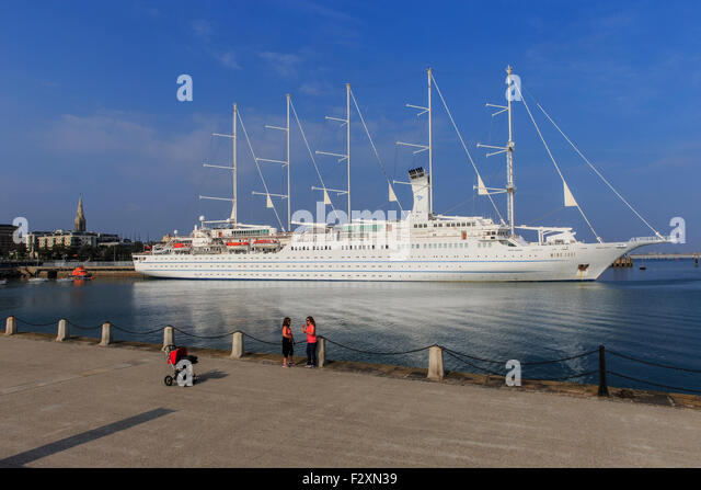 wind surf cruise ship sailing liner sails harbor - Stock Image