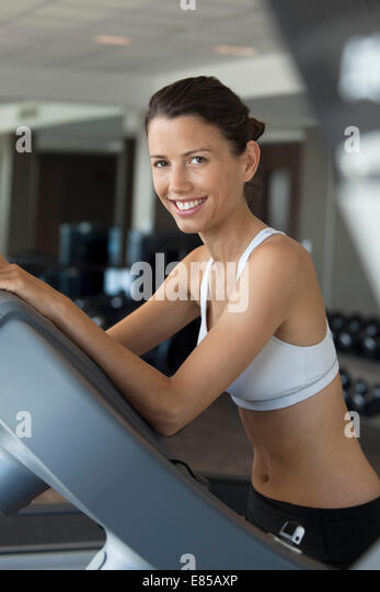Woman exercising in health club, portrait - Stock Image