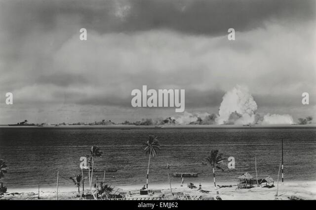 U.S. Military Atomic Bomb Test and Resulting Explosion, Crossroads Target Fleet, Bikini Island, Pacific Ocean, 1946 - Stock Image