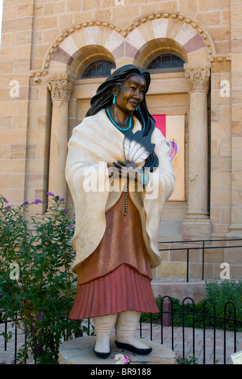 Bronze statue of Kateri Tekakwitha also known as Lily of the Mohawks in front of Santa Fe's St. Francis Cathedral - Stock Image
