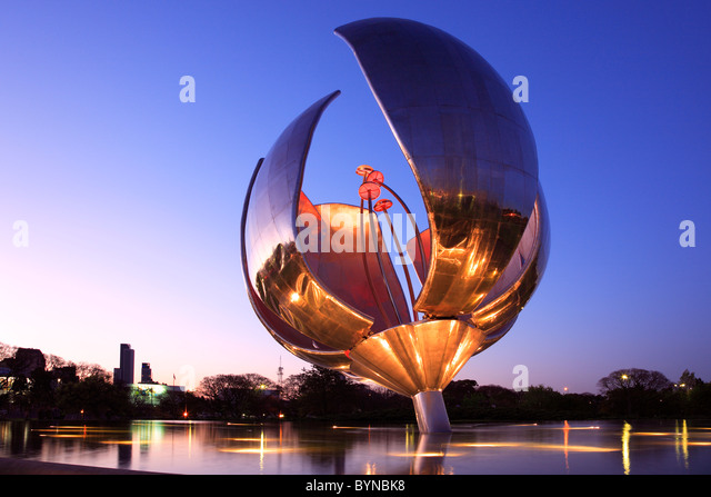 'Floralis Genérica' sculpture, by arch. Eduardo Catalano. placed at 'United Nations' Square, - Stock Image