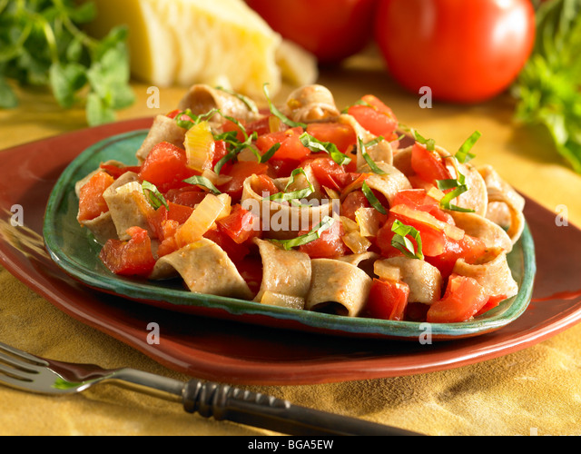 Chunky tomato basil onion pasta with whole wheat noodles - Stock Image