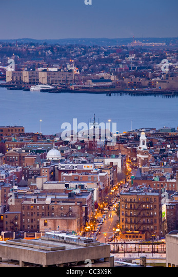 USA, Massachusetts, Boston, high angle view of The North End, LIttle Italy, by Hanover Street, dusk - Stock-Bilder